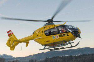 Die Frau wurde mit dem C8 ins LKH Feldkirch geflogen.Fotos: Philipp Steurer