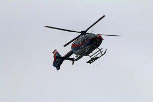 Der Polizeihubschrauber flog über das Gelände, um die Lage besser einzuschätzen.Symbolfoto: VOL.AT/Pletsch