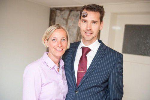 Claudia Mathis-Weirather und Paul Mathis helfen ihren Kunden gerne, den passenden Ehering zu finden.