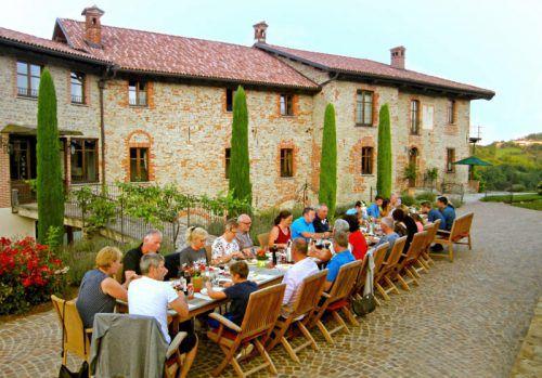 """<p class=""""caption"""">Hier im schönen Piemont kann man sich von all den Köstlichkeiten des gastfreundlichen Hauses verwöhnen lassen. Fotos: handout/Piemont</p>"""