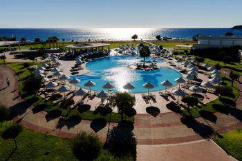 Im eleganten 5*-Hotel Sentido Apollo Blue genießen die Gäste einen erholsamen, schönen Urlaub.Fotos: handout/Nachbaur Reisen, Shutterstock