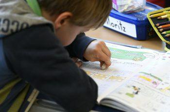 WANN & WO beleuchtet das Thema Sprache und Schule im Ländle. Fotos: APA, ÖGB, NEOS, FPÖ
