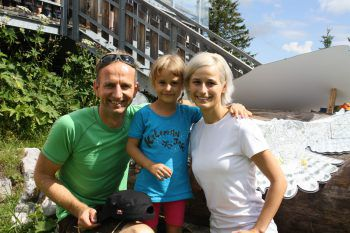 "<p class=""caption"">Andreas Vaschauner (W&W) mit Familie.</p>"