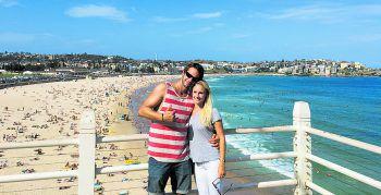 """<p class=""""caption"""">Audrey und Stephan am Bondi Beach, der zu Sydney gehört.</p>"""