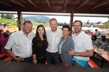 Bgm. Kurt Krottenhammer (Langenegg), Sabrina Düringer (W&W), Bgm. Guido Flatz (Doren) sowie Petra und Markus Kirschner (W&W).