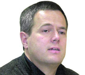 <p>Dr. Erik Schmid</p>