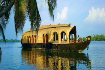 Ein ganz besonderes Erlebnis – die Hausbootfahrt auf den Backwaters.