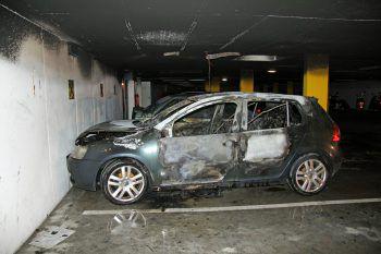 In einer Tiefgarage in Hard brannte ein Fahrzeug vollständig aus.Foto: VOL.at/Madlener