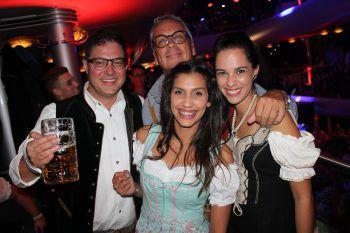 "<p class=""caption"">Alexander Scharax, Hans Jörg Döring, Anastasia Singh und Corinna Armellini.</p>"