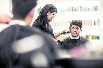 """<p class=""""caption"""">Bärte und Frisuren wurden perfektioniert.</p>"""