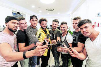 Bei Ölz Hair Artists in Bregenz wurde Hand an die Kandidaten gelegt – einer nach dem anderen bekam sein Misterwahl-Styling. Fotos. Sams