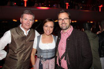 """<p class=""""caption"""">Bernhard und Petra Moosbrugger mit Markus Kirschner (W&W).</p>"""