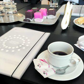<p>Büro Bundesratspräsident. Kaffeepause: Beim Bundesratspräsidenten Edgar Mayer folgt eine kleine Pause samt Unterhaltung.</p>