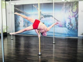 Der professionelle Poledancer Peter Böckle (24) ist ein wahrer Meister der absoluten Körperbeherrschung. Fotos: MiK