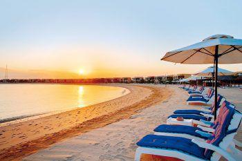 "<p class=""caption"">Der Sonnenuntergang kann man an einem kilometerlangen Strand genießen.</p>"