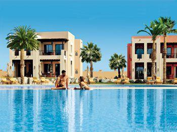 """<p class=""""caption"""">Die zahlreichen Poollandschaften der besten Hotels in Ras al Khaimah laden zum Entspannen und Verweilen ein.Fotos: handout/High Life Reisen</p>"""