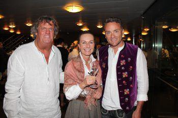 """<p class=""""caption"""">Fritz und Ruth Dellago mit Harald Otti. Fotos: WAM</p>"""