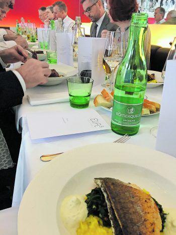 <p>Im Herzen Wiens. Mittagessen: Im Ellas stärkt sich die Vorarlberger Delegation mit Vertretern des Bundesrats.</p>