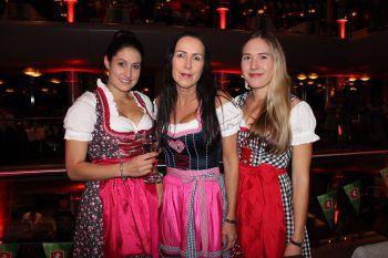 """<p class=""""caption"""">Sandra Bilgeri (W&W) mit Jutta und Nadine Bilgeri.</p>"""