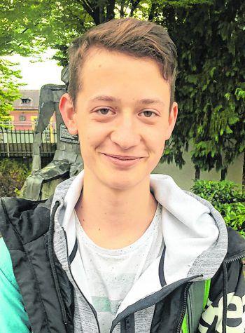 """<p>Tobias, 16, Zwischenwasser: """"Ich finde, die Parteien und Politiker sollten sich darauf konzentrieren, sich selbst zu präsentieren. Aktuell geht es nur noch darum, sich gegenseitig fertig zu machen. Wen ich wähle, weiß ich daher noch nicht.""""</p>"""