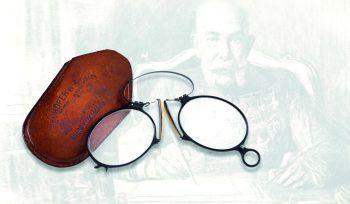 <p>Wien. Historisch: Das Dorotheum versteigert bei der jährlichen Auktion den Zwicker von Kaiser Franz Josef. Er wird auf 2500 bis 3000 Euro geschätzt.</p>