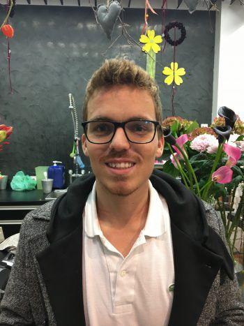 """Ivan, 24, Bludenz: """"Ich bin nicht wirklich Fan der 'fünften Jahreszeit'. Wenn, dann sollte der Fasching im Frühling oder Sommer sein, dann müssten wir nicht im Kalten stehen. Den Brauch an sich finde ich schon cool, vor allem der Karneval in Brasilien gefällt mir."""""""