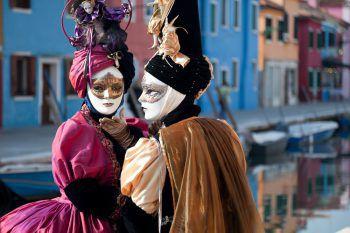 Eine ganz besondere Stimmung herrscht zur Karnevalszeit in Venedig. Fotos: Herburger Reisen