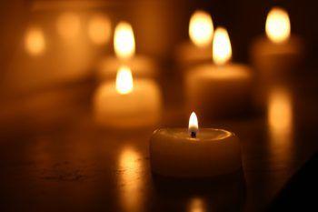 In Gedenken an verstorbene Kinder werden kommenden Sonntag auf der ganzen Welt tausende Kerzen entzündet. Fotos: Shutterstock