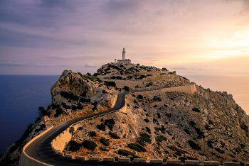 """<p class=""""caption"""">Cap de Formentor ist der nördlichste Punkt der Baleareninsel und besonders bei Sonnenuntergang einen Besuch wert. </p>"""