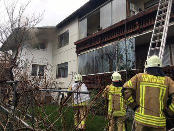 """<p class=""""caption"""">Durch das Feuer kam es zu einer starken Rauchentwicklung im Obergeschoss.Fotos: Vlach</p>"""