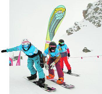 "Elias Leitner (l.) Anfang Februar bei ""Jump 'n ' Run"" in der Silvretta Montafon. Foto: Eric Themel"