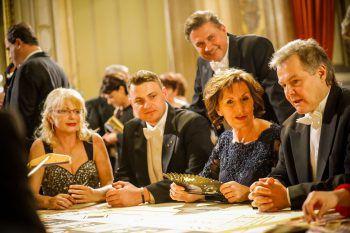 """<p class=""""caption"""">Marlene und Günter versuchten ihr Glück an den Spieltischen beim Wiener Opernball, präsentiert von Casinos Austria.</p>"""