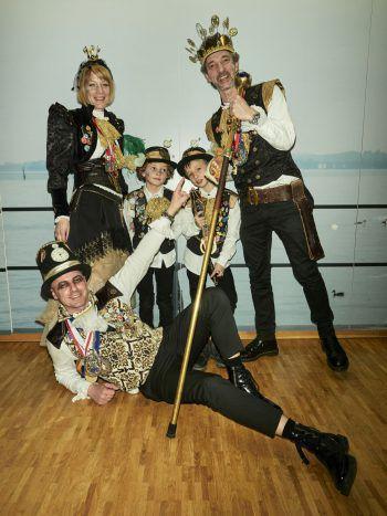 """<p class=""""caption"""">Prinzessin Melanie I. mit den Infanten Eugen (7), Alvin (8), LXII Prinz Ore Marco I. und Zeremonienmeister Roland Hagspiel. Fotos: MiK</p>"""