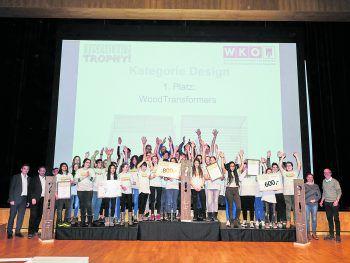 """Bei der Abschlussveranstaltung freuten sich die Sieger der Kategorie """"Design"""" über die tollen Preise.Fotos: MiK; handout/WKV/Privat"""