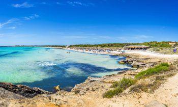 Der Strand von Estrenc zählt zu den schönsten der Insel. Hier kann man am türkisblauen Meer im weißen Sand liegen und die Atmosphäre genießen. Fotos:handout/High Life Reisen