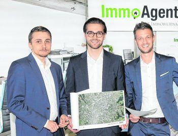 "<p class=""caption"">Dominik Büchele, Thomas Fortin und GF Carlos Baldauf (ImmoAgentur).</p>"