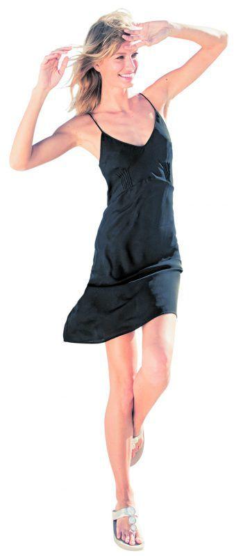 """Fitnesswunder: """"passt!"""" perfekt zu luftigen Freizeit-Outfits und sorgt für unnachahmliche Leichtigkeit an befreiten Füßen.Fotos: handout/passt!"""