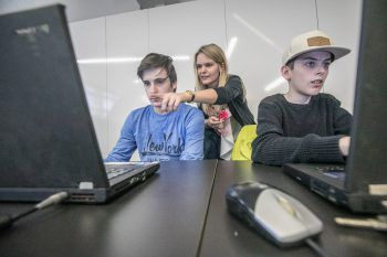"""<p class=""""caption"""">In vier Modulen lernten die Jugendlichen, wie man eine Website codiert.</p>"""