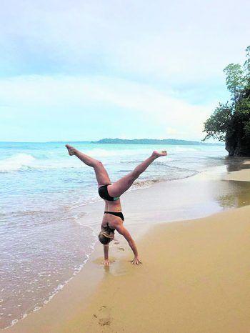 """<p class=""""caption"""">In der Freizeit genießt Sasi das Beachlife!</p>"""