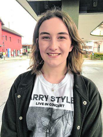 """<p>Jennifer, 15, Dornbirn: """"Ich finde die Frisur gut. Ich könnte mir den Schnitt auch bei einem Mädchen vorstellen. Die Kleidung aus den 80ern kommt ja auch wieder in Mode.""""</p>"""