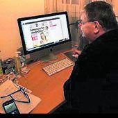 """<p class=""""caption"""">Karl liest das WANN & WO-E-Paper an seinem Desktop-PC.</p>"""
