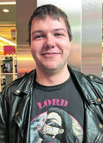 """<p>Marco, 22, Fußach: """"Ich selbst bin zwar untauglich, finde den Zivildienst aber besser. Meiner Meinung nach ist das Bundesheer bei uns in Österreich nur begrenzt sinnvoll. Zudem kann man Zivildiener immer gut brauchen.""""</p>"""