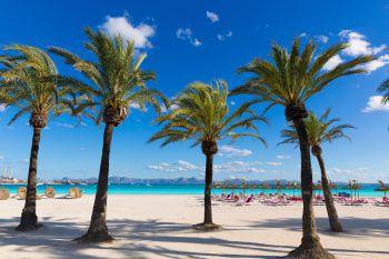 """<p class=""""caption"""">Die Strände von Sardinien, Mallorca, Ibiza und Kroatien bieten Entspannung pur und laden zum Verweilen ein. Fotos: handout/High Life Reisen</p>"""