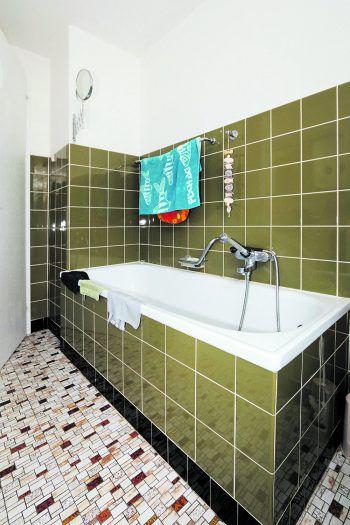 <p>Vorher. Badewanne mit hohem Einstieg, vielen Fugen und schwieriger Reinigung.</p>
