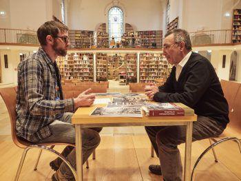 WANN & WO traf Meinrad Pichler im Kuppelsaal der Vorarlberger Landesbibliothek, der bis zur Verschandelung durch die Nazis eine Klosterkirche war.Fotos: MiK, Bertolini Verlag
