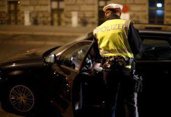 Acht Führerscheine seien in der Nacht von Freitag auf Samstag an Ort und Stelle von der Polizei abgenommen worden.Symbolfoto: APA