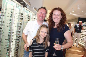 "<p class=""caption"">Alexander und Caroline Giesinger mit Tochter Paula.</p>"