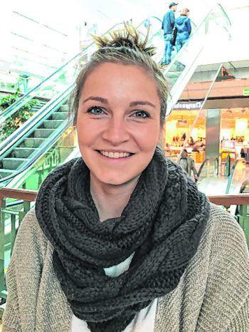 """<p>Angela, 26, Feldkirch: """"Ich finde es grundsätzlich nicht gut, da das Kopftuch auch mit der Religion zu tun hat. Ob man im Kindergarten eines trägt, ist relativ egal. Ich habe ehrlich gesagt noch nie ein kleines Kind damit gesehen.""""</p>"""