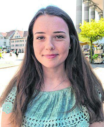 """Annika, 16, Hittisau: """"Die neue Regelung im Jugendgesetz, zum Thema Rauchen ab 18 Jahren, finde ich wichtig. Die Entscheidung ist aber immer den Ländern überlassen. Ein einheitliches Jugendgesetz wäre super, aber Meinungen sind verschieden."""""""