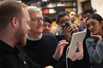 """<p class=""""caption"""">Apple CEO Tim Cook stand nach dem Event für Fragen zur Verfügung.Foto: APA/AFP/GETTY IMAGES</p>"""